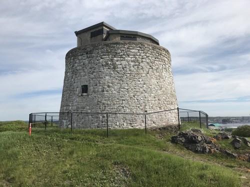 Situé à Saint John, au Nouveau-Brunswick, le lieu historique national du Canada de la Tour-Martello-de-Carleton surplombe les voies d'approche terrestres de la ville et du port. (Groupe CNW/Groupe Atwill-Morin)
