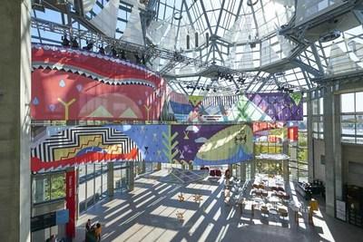 Vue de l'installation de Jordan Bennett, Tepkik,  2018-2019. Collection de l'artiste. Commande de la Brookfield Place, Toronto. Production de Pearl Wagner Media & Art Consultants. © Jordan Bennett Photo : MBAC (Groupe CNW/Musée des beaux-arts du Canada)