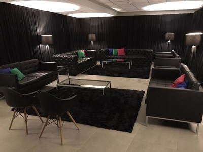 A empresa Checon Locações está no ramo de locação de mobiliários e equipamentos para eventos há 19 anos, e há 10 começou no ramo do showbizz