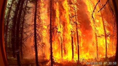 RS Pole Engulfed in a Forest Fire (stage 2 of 3) (CNW Group/RS Technologies Inc.)