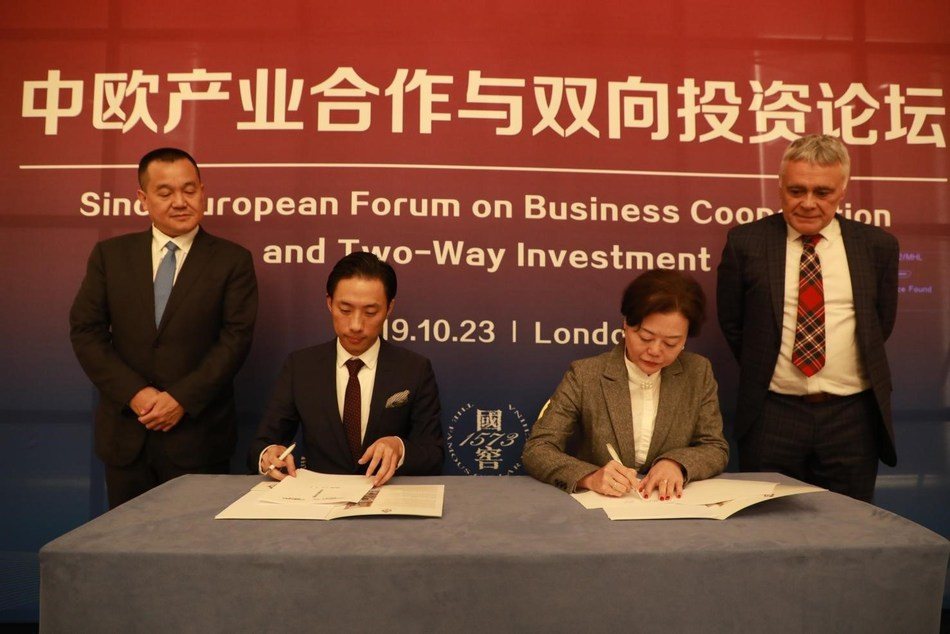 Sign cooperation agreement