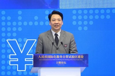 Chen Yulu, vicegobernador del People's Bank of China, pronuncia un discurso en el foro. (PRNewsfoto/Xinhua Silk Road Information Se)