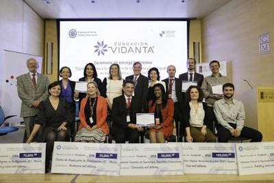 Dr. Roberto Russell con los ganadores de la X edición del Premio Fundación Vidanta