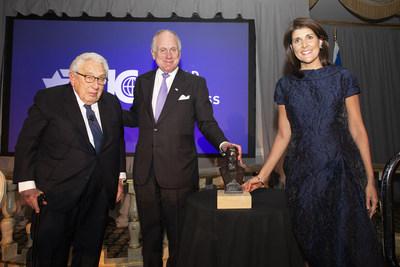Henry Kissinger – Ex-Secretario de Estado de EEUU, Emb. Ronald S. Lauder – Presidente del WJC, Nikki Haley – Ex-Embajadora de EEUU ante Naciones Unidas | crédito de la fotografía - Noa Grayevsky (PRNewsfoto/World Jewish Congress)