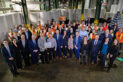 L'annonce de la certification ISO 50001 par le Bureau de normalisation du Québec a été soulignée en présence des employés de l'usine Produits Kruger de Gatineau. (Groupe CNW/Kruger Inc.)