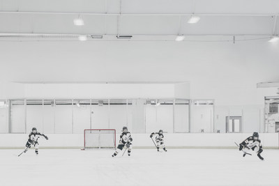 Le 17 novembre, la Banque Scotia invite les Canadiens des quatre coins du pays à soumettre leurs vidéos dans le cadre du projet Hockey 24, un documentaire unique qui relatera une journée de hockey communautaire au Canada. (Groupe CNW/Scotiabank)