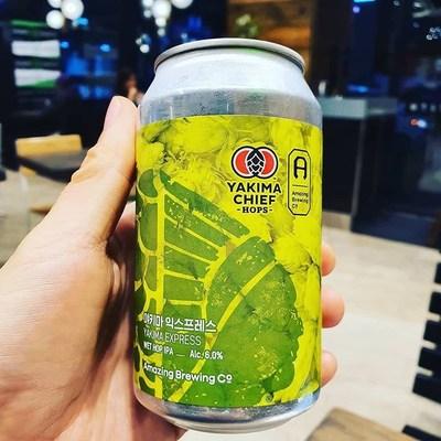 La cerveza IPA de lúpulo húmedo de Amazing Brewery llamada Yakima Express, elaborada con Lúpulos Frescos de YCH del Noroeste del Pacífico y sacada a la venta el 25 de octubre en Seúl, Corea del Sur– Crédito de la foto: Jason Lee, Brew Source International
