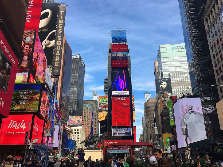 China Time-honored Brands promotion video is broadcast at New York Times Square.