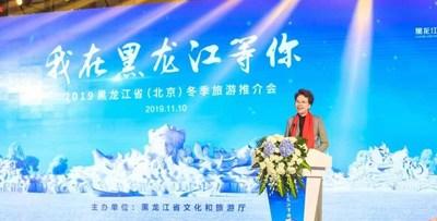 Zhang Lina, directora del Departamento de Cultura y Turismo de la Provincia de Heilongjiang, presenta el turismo de invierno de Heilongjiang en el evento. (PRNewsfoto/Xinhua Silk Road Information)