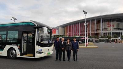 Fundador del Departamento de Negocios en el Exterior y gerentes senior de Atención al Cliente de Sunwin Bus (PRNewsfoto/Shanghai Sunwin Bus Corporation)