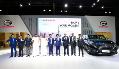 Mr. Li Xuhang, Consul General of People's Republic of China in Dubai (fourth from right), Mr. Zeng Hebin, General Manager of GAC Motor Internatioanl (fifth from right), and other distinguished guests from GAC Motor's dealers attend the press conference.