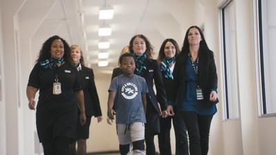 Depuis 2007, les WestJetters, WestJet tient aux enfants et Repaires jeunesse du Canada s'associent pour transformer les expériences des jeunes partout au pays. (Groupe CNW/WESTJET, an Alberta Partnership)