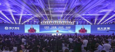 Evergrande celebra una cumbre de asociación estratégica global NEV en Guangzhou, ciudad capital de la provincia de Guangdong en el sur de China, el 12 de noviembre