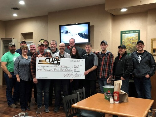 CUPE Local 255 members make a donation to the South Grey Bruce Literacy Programme (CNW Group/Canadian Union of Public Employees (CUPE))