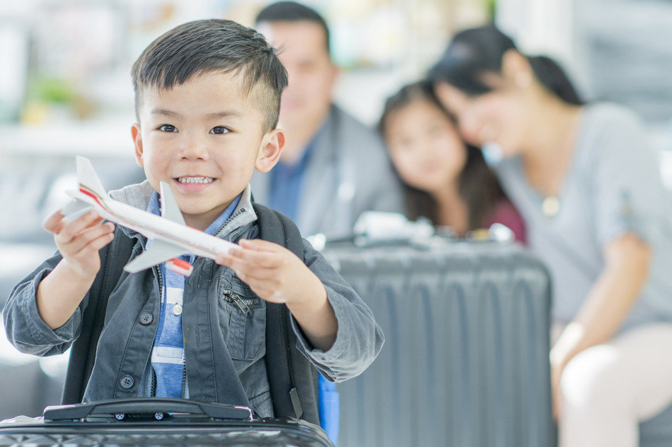 FlightHub & JustFly Offer Parents a Survival Guide for Traveling with Children (CNW Group/FlightHub)