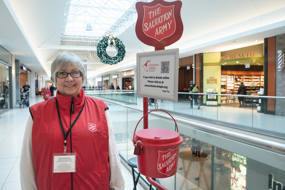 Salvation Army volunteer supports annual kettle campaign. (CNW Group/The Salvation Army)