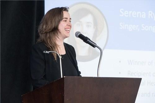 Serena Ryder, lauréate d'un prix Juno, livre un vibrant plaidoyer sur l'importance de discuter de santé et bien-être mental en milieu de travail, pendant la conférence Benefits3 (Groupe CNW/Croix Bleue Medavie)