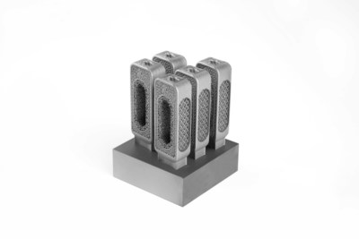 For increased automation in post-processing, these spinal cages in LaserForm Ti Gr23 (A) were produced using System 3R Tooling. This is possible due to the collaboration between 3D Systems and GF Machining Solutions to create a full production workflow - integrating metal additive and traditional technologies and innovative software solutions for optimized cost per part.