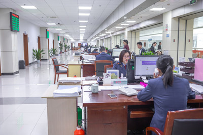 The convenience-enhancing service center in Shangyu, where businesses in the district can quickly handle all of their administrative chores