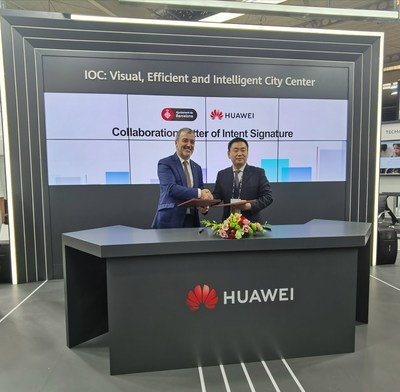 The LoI signed by Mr. Jaume Collboni(left), Primer Tinent d'Alcalde, of the Barcelona City Council and Mr. Sun Fuyou(right), Vice President of Huawei Enterprise Business Group.