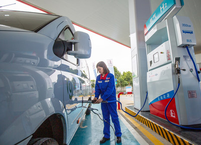 Sinopec recycles the former gas station to create a secondary energy complex which combined petrol and hydrogen fueling. (PRNewsfoto/Sinopec)
