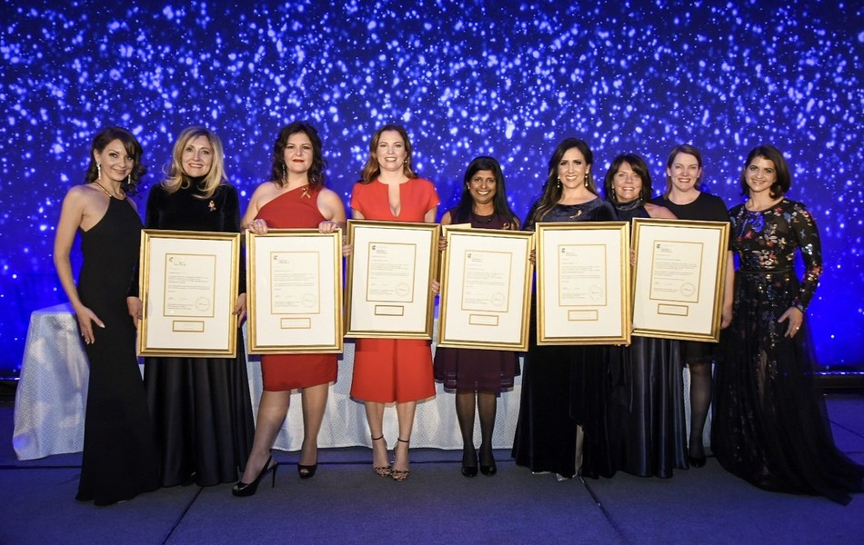 The 2019 RBC Canadian women entrepreneur award winners and the Co-CEOs of Women of Influence Alicia Skalin and Stephania Varalli at the gala. (CNW Group/Women of Influence Inc.)