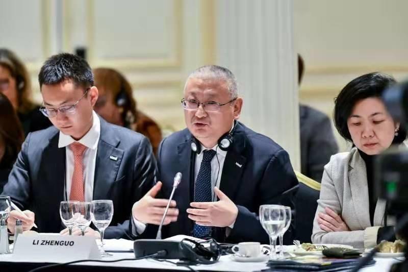 Li Zhenguo (middle), president of LONGi Green Energy Technology Co., Ltd, speaks at the 2019  Fortune Global Forum in Paris, Nov. 18, 2019