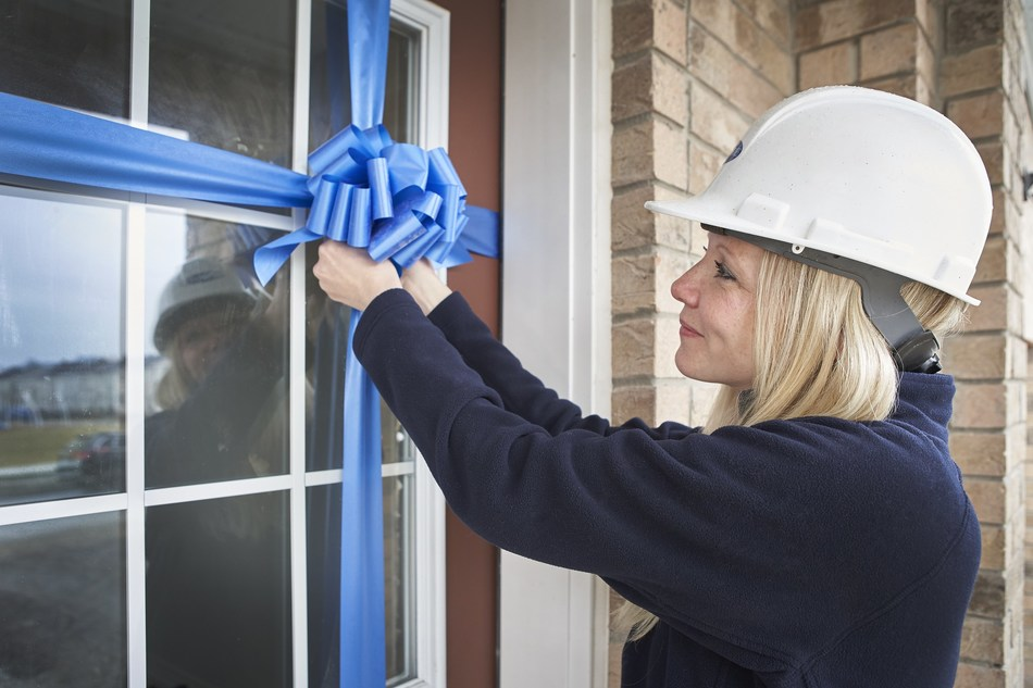 A Mattamy Homes employee puts the finishing touches on a new home. (CNW Group/Mattamy Homes Limited)