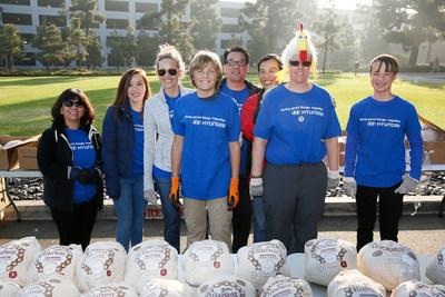 Hyundai Motor America employees and family volunteers