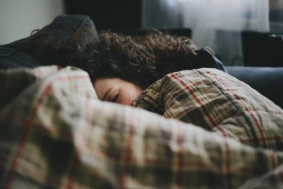Over 20% of Canadian adults are dissatisfied with their sleep and 13% meet criteria for an insomnia diagnosis. Photo credit: @danrsbaker via Twenty20 (CNW Group/MindBeacon Group)