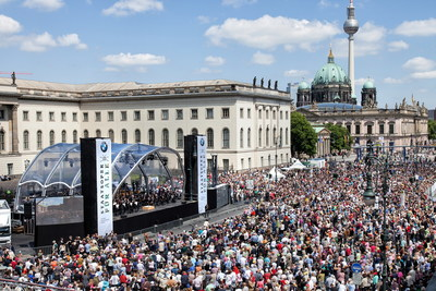 "Audience of 42.000 people at ""State Opera for All"" 2014 © BMW AG (PRNewsfoto/BMW Group)"