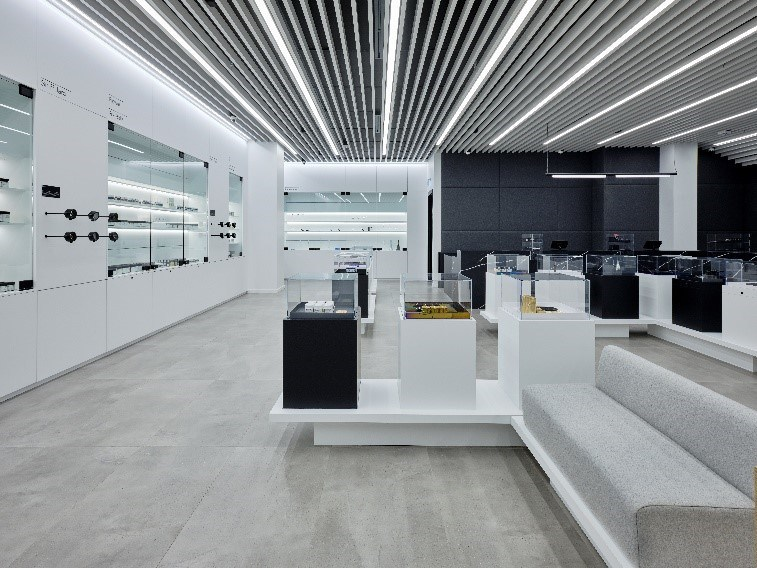 Aurora Cannabis Opens Experiential Flagship Store in North America's Largest Mall (CNW Group/Aurora Cannabis Inc.)