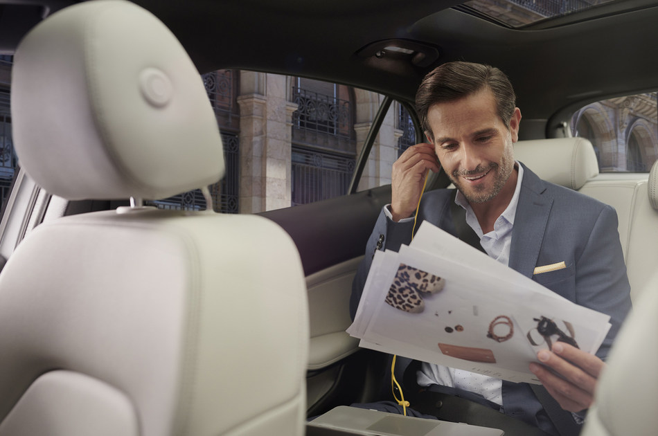 Hertz and Air France launch transfer service with private driver Hertz DriveU.