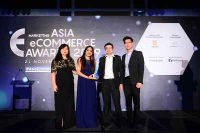 Luxasia receiving the Best eCommerce Customer Service Award
