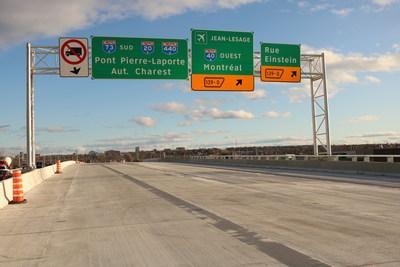 Une nouvelle signalisation de destination a été installée sur l'autoroute Henri-IV en direction sud afin de bien guider les usagers de la route (Groupe CNW/Ministère des Transports)