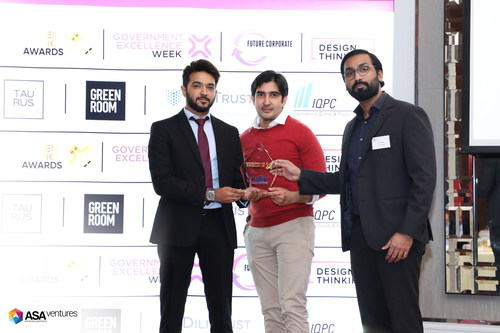 Receiving the Best Digital Customer Center award at the Government Excellence Awards 2019. L-R: ASA Ventures CEO Arif Saiyad, Head of Enterprise Relations Saqib Bari, CMO Nitin Nambiar. (PRNewsfoto/Callix)