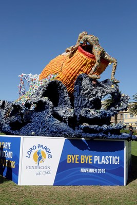 Loro Parque Foundation inaugurates sculpture to raise awareness about plastic.