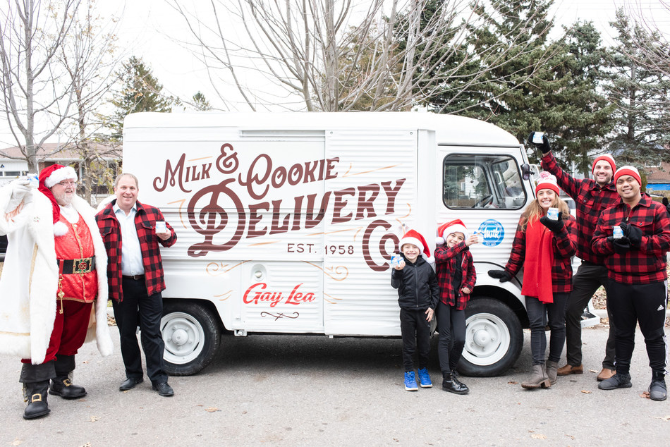 Santa and his helpers join Rob Goodwill, Chair of Gay Lea Foods, in delivering milk and cookies to thousands across Ontario in support of 24DaysofCookies.ca (CNW Group/Gay Lea Foods Co-operative Ltd.)