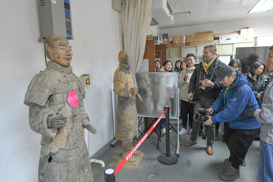 At Emperor Qinshihuang's Mausoleum Site Museum, journalists watching the repairing process on The Terracotta Army. (PRNewsfoto/Xi'an Municipal Committee)