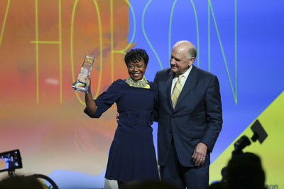 Mellody Hobson, co-CEO and president, Ariel Investments, accepts 2019 John Wooden Global Leadership Award from UCLA Anderson board chair Robert S. Murley ('74)