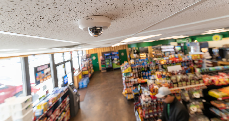 A March Networks IP camera overlooks a Yesway convenience store. Yesway is deploying March Networks Searchlight™ for Retail solution in 136 of its U.S. locations. (CNW Group/MARCH NETWORKS CORPORATION)