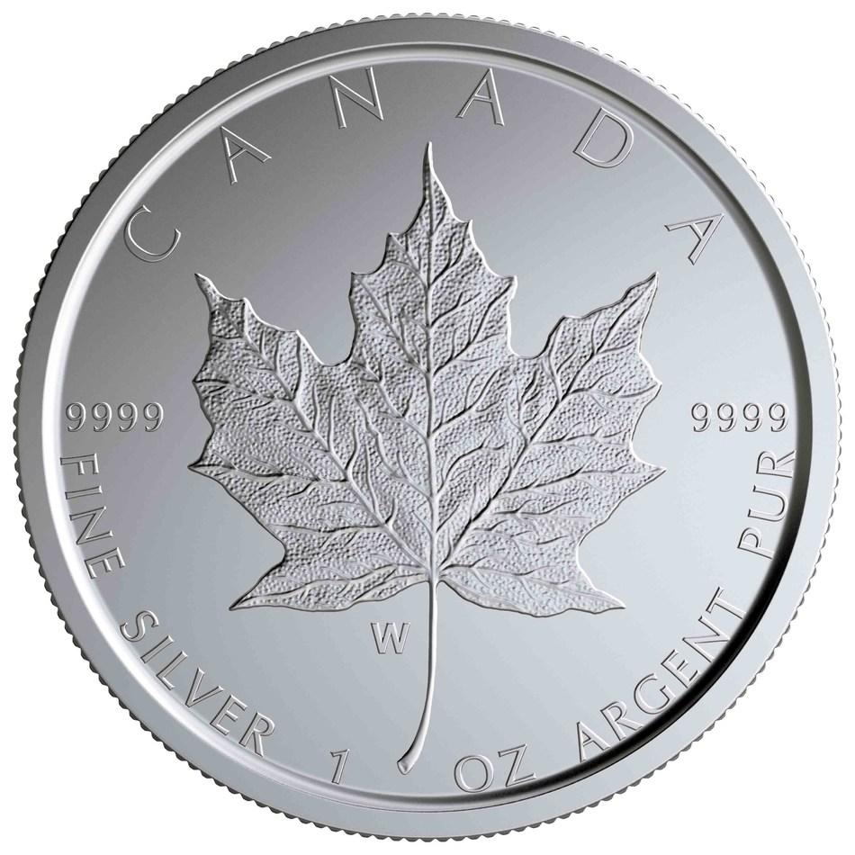 """La moneda coleccionable de plata con el diseño de la hoja de arce, marcada con una """"W"""", de la Real Casa de la Moneda de Canadá (CNW Group/Royal Canadian Mint)"""