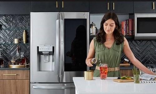 LG InstaView Door-in-Door® with Craft Ice™ (CNW Group/LG Electronics Canada)