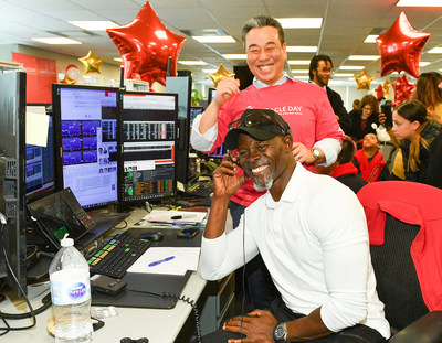 Actor Djimon Hounsou helps make a client trade at CIBC Miracle Day in Toronto to raise funds for childrens' charities. (CNW Group/CIBC)