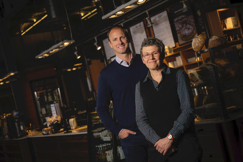 Steven Pelton, CEO of Aegis Brands and Tracey Clark, Chief Culture Officer of Bridgehead Coffee, announce Aegis Brands' acquisition of Bridgehead Coffee in Ottawa today (CNW Group/The Second Cup Ltd.)