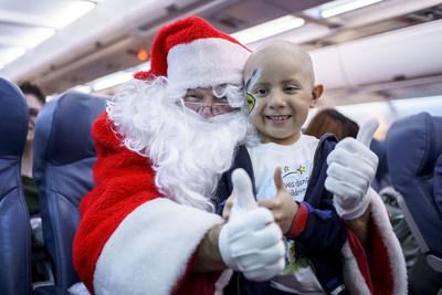 Événement 'En vol avec le père Noël' d'Air Transat au profit de la Fondation Rêves d'enfants (Groupe CNW/Transat A.T. Inc.)