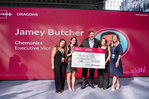 Jamey Butcher (center) and Lauren Behr (right) present a cash award for $5,000 to (from left to right) Priscila Casillas Muñiz, Tatiana Estevez Carlucci, and Jazmin Estevez Carlucci, who accepted the award on behalf of Permalution, a Mexican organization focused on fog water harvesting in coastal climates at the UNLEASH global development lab in Shenzhen, China on November 12. (Photo credit: UNLEASH, 2019)