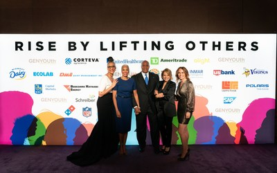 Chef and TV personality Carla Hall joins Greta Warren, journalist Katie Couric and GENYOUth CEO and former television anchor Alexis Glick to congratulate Kevin Warren, Commissioner-Elect of the Big Ten Conference on his recognition as GENYOUth's 2019 Vanguard Award winner at the organization's annual Gala.   The fundraising event raised nearly $2 million to create healthier school communities.