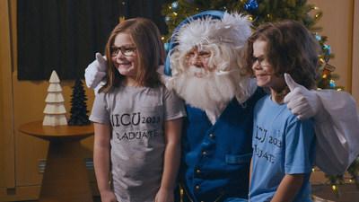 WestJet offre aux canadiens et aux familles de l'OEuvre des Manoirs Ronald McDonald du Canada un Noël holographique inoubliable (Groupe CNW/WESTJET, an Alberta Partnership)