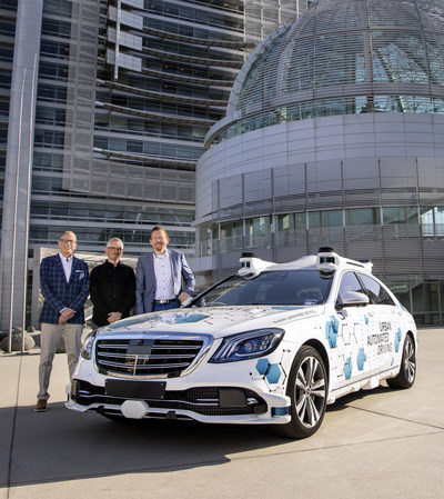 The pilot project by Mercedes-Benz and Bosch for an app-based ridesharing service using automated Mercedes-Benz S-Class vehicles has now been launched in the Silicon Valley city of San José. From left to right: Dolan Beckel, Director of Civic Innovation of the City of San José; Sven Zimmermann, Engineering Director Automated Driving at Robert Bosch LLC.; Alexander Schaab, Vice President Autonomous Driving, Mercedes-Benz Research & Development North America (MBRDNA).
